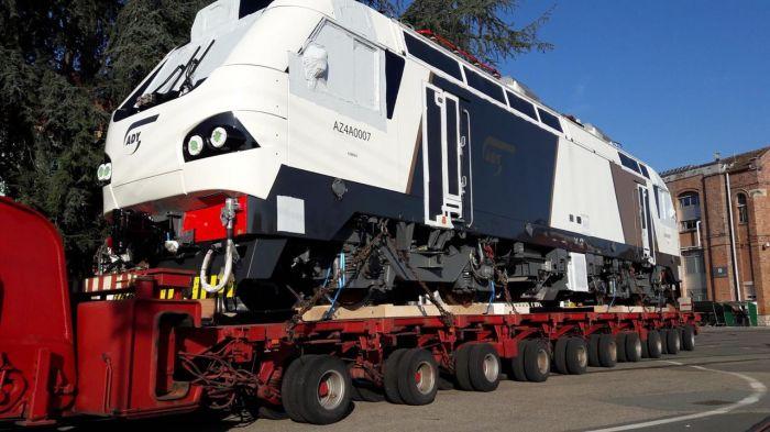 Alstom поставил все 10 пассажирских локомотивов по контракту с Азербайджаном (фото)