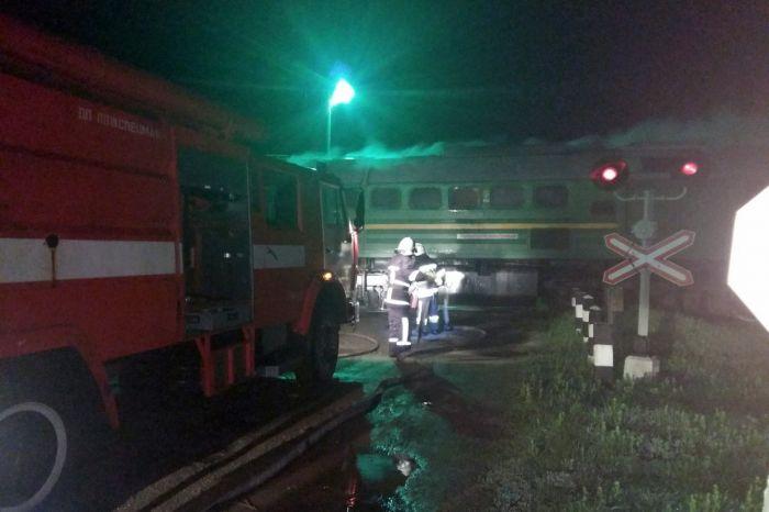 """В Каменец-Подольском горел локомотив пассажирского поезда """"Буковина"""" (фото)"""