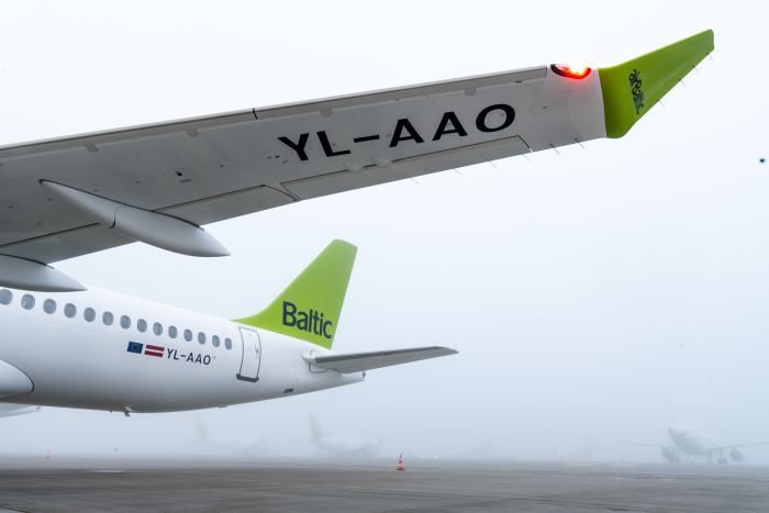 airBaltic_15th_A220-300_1