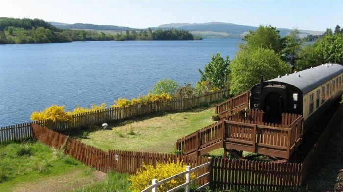 В Шотландии сдают для проживания туристов ретро вагон под замком (фото)