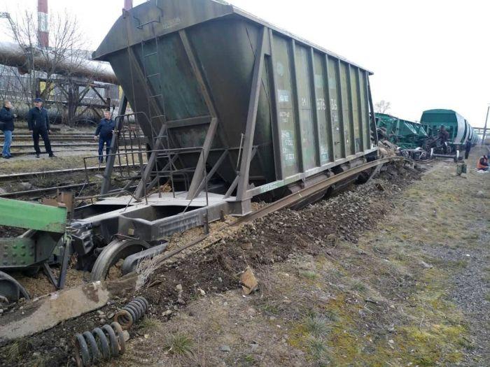 В Киеве сошли с рельс 7 грузовых вагонов (фото, видео)