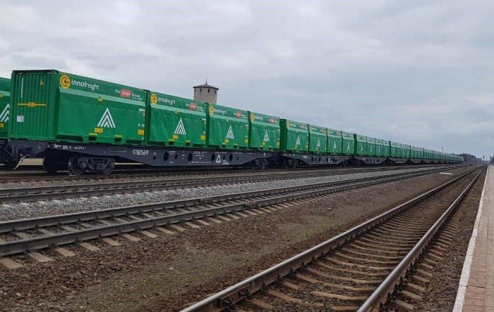 Сегодня через Украину начал курсировать новый международный контейнерный поезд (фото)