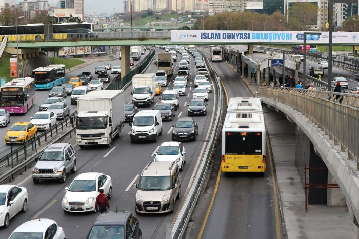 Выделенная полоса для автобусов - не лишняя на фоне стамбульского трафика