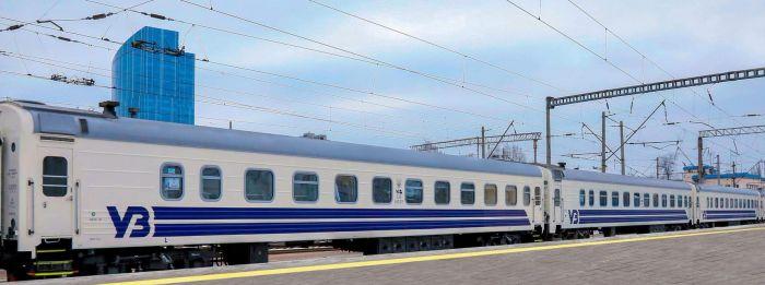 В УЗ показали первый внутренний поезд из вагонов в новой ливрее (фото)