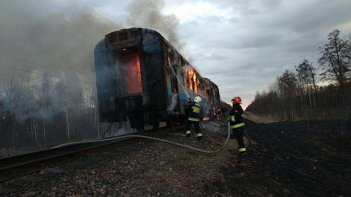 В Ривненской области сгорел пригородный поезд (фото)
