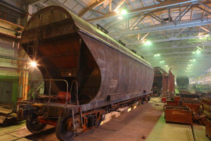 Крюковский вагонзавод будет выпускать две новые модели зерновозов (фото)
