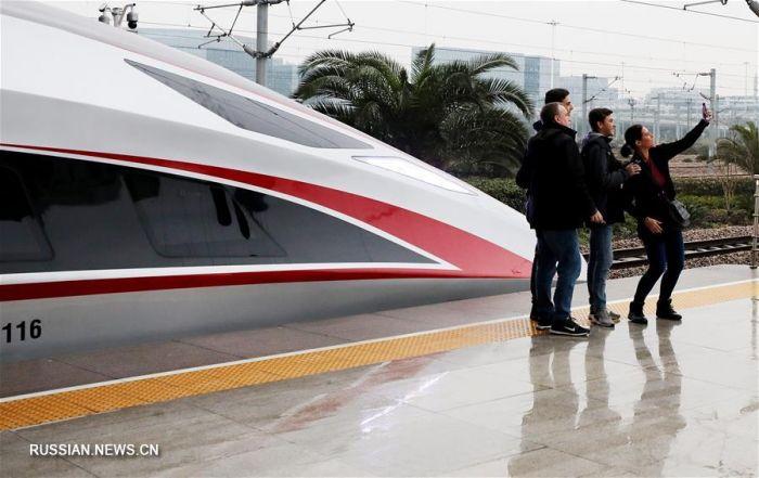 Китай запустил 440-метровые скоростные поезда (фото)