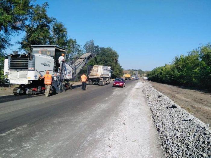 Начался ремонт дороги Днепр-Кривой Рог 01