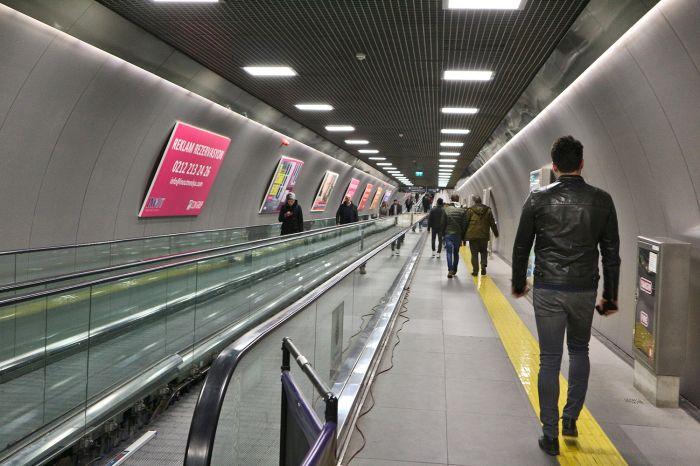 Переход на станцию метро