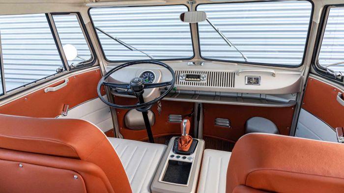 volkswagen-e-bulli-interior-hevcars-1 (1)