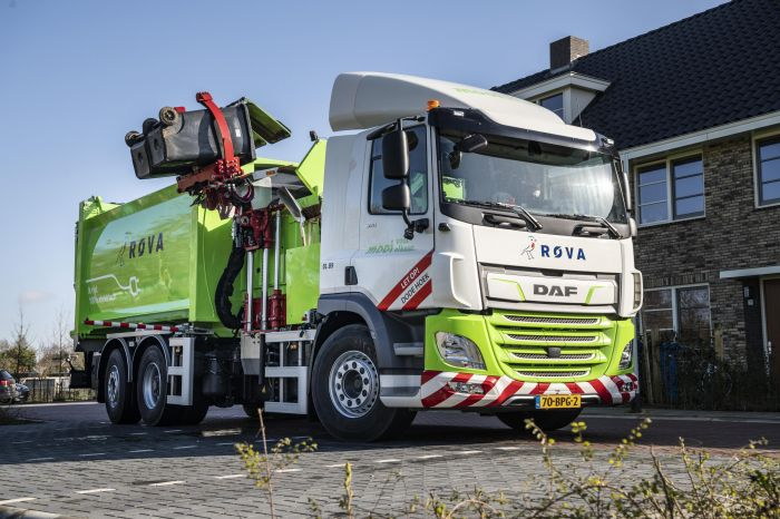 First-DAF-CF-Electric-refuse-collection-truck-delivered-to-ROVA-02