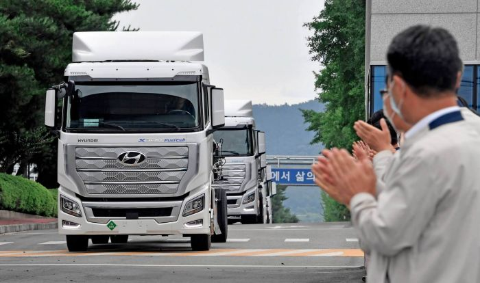 brand-hyundai-xcient-fuel-cell-heavy-duty-truck-hevcars-2