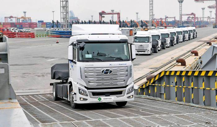brand-hyundai-xcient-fuel-cell-heavy-duty-truck-hevcars-8
