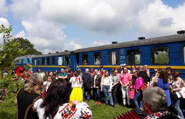 """На Закарпатье вновь организовали рейс """"винного"""" поезда (фото)"""