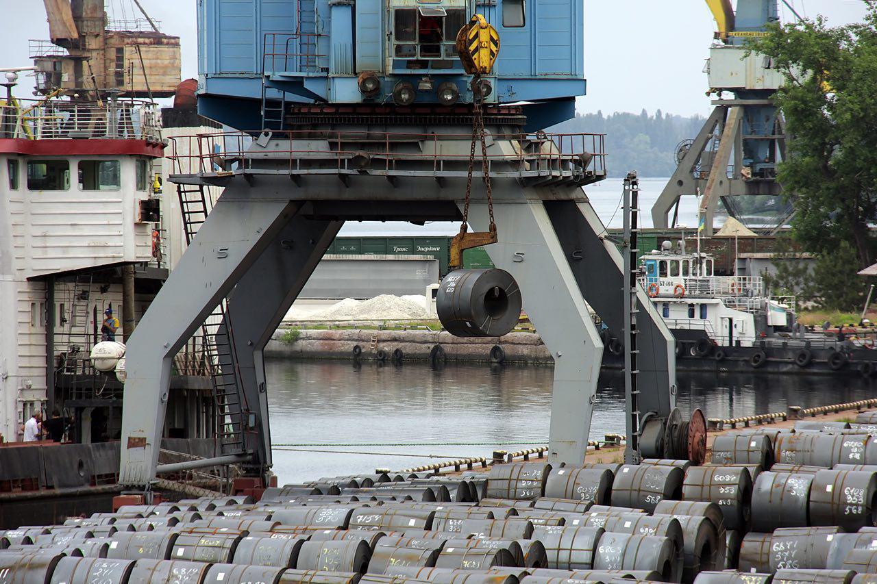 металопрокат Запорожстали в Запорожском речном порту