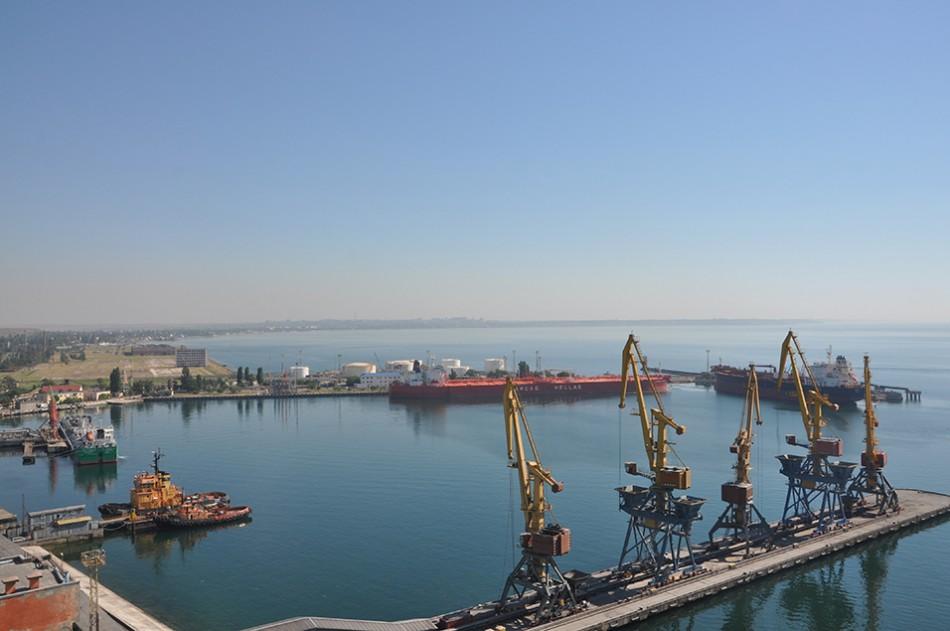 14-15 июля в нефтегавани Одесского порта ошвартовались под выгрузку три танкера