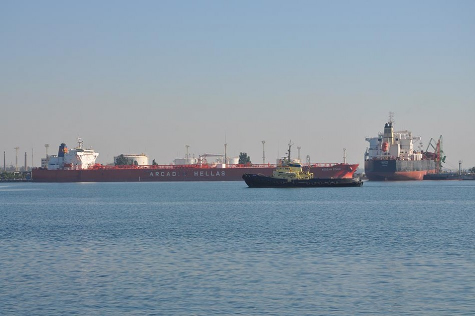 Общее количество выгруженного налива составило 122 тыс. тонн.