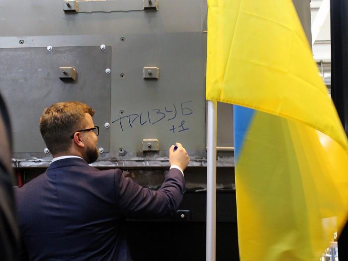 Картинки по запросу Черноморск локомотив тризуб фото