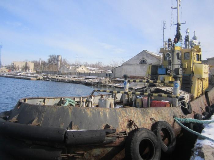 Скадовский морпорт продает дырявый, ржавый и очень старый буксир