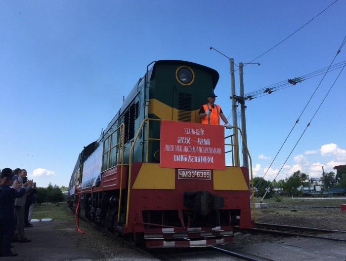 https://cfts.org.ua/imglib/_newimage/news/2020/07/06/v_kiev_pribyl_pervyy_konteynernyy_poezd_iz_ukhanya_foto_59539/1068.jpg
