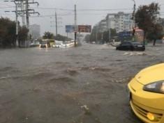 Она утонула: в Одессе транспортный коллапс из-за ливня