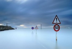 Исчезающая под водой: во Франции дорога доступна лишь дважды в сутки