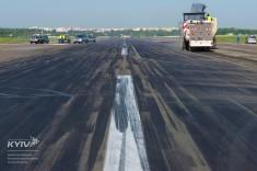 Большой ремонт в Жулянах: как реконструируют ВПП в аэропорту