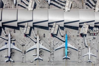 Пролетая над аэропортами: фотограф из США снял