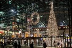 Рождественские вокзалы мира: как создают праздничное настроение пассажирам